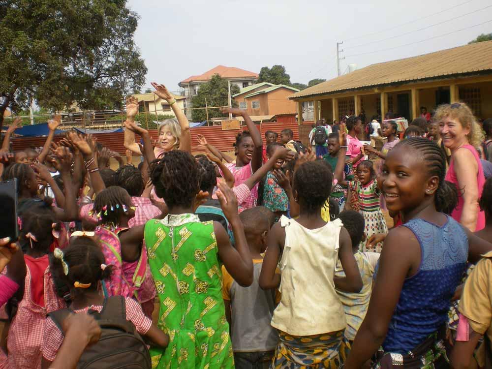 Des dons pour l'orphelinat Hakuna Matata en Guinée