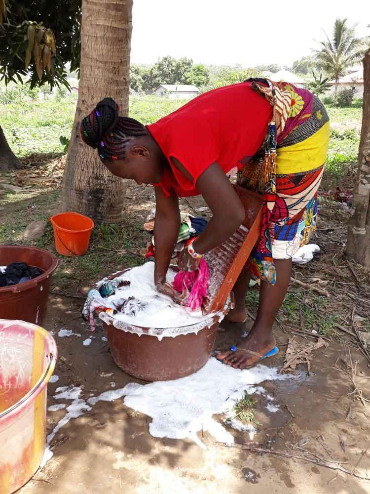 Scènes de vie en Guinée La lessive