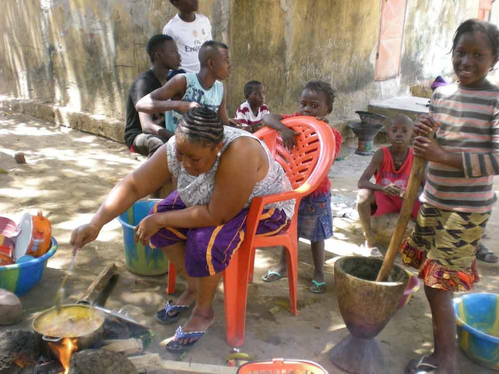 Scènes de vie en Guinée La cuisine