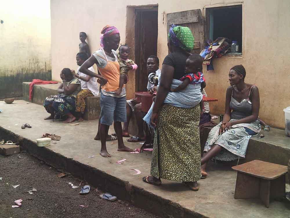 Scènes de vie en Guinée Façon traditionnelle de porter les bébés